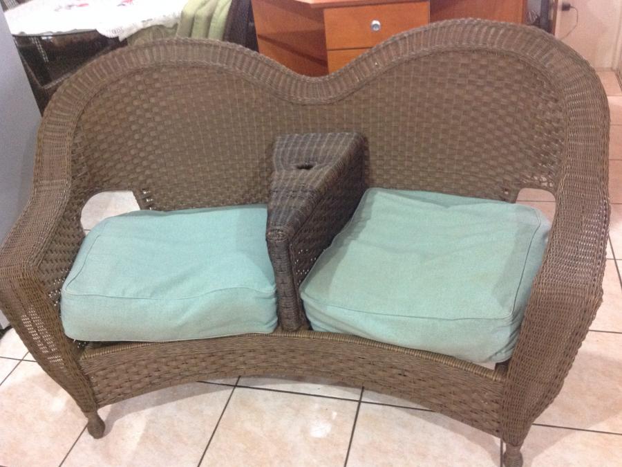 fauteuil synth tique deux places sur arue 87795178 negociable big ce. Black Bedroom Furniture Sets. Home Design Ideas